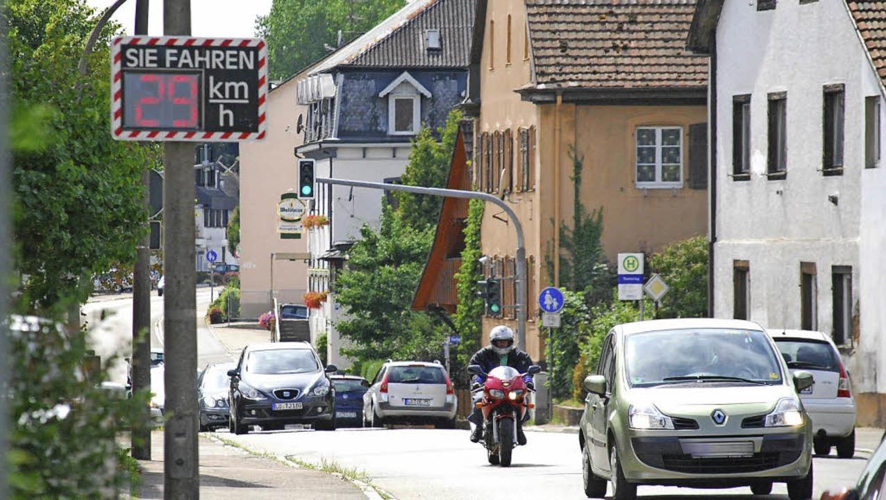 Kaum einer fährt zu schnell: Vor allem...etern in der Ortsdurchfahrt Warmbach.     Foto: Ralf Staub