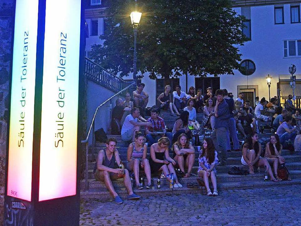Der Augustinerplatz ist abends voll, d...8211; die Anwohner leiden noch immer.   | Foto: M. Bamberger