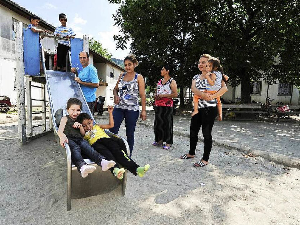 Viel Spaß beim Spielen im Flüchtlingswohnheim Hammerschmiedstraße in Freiburg   | Foto: Kunz