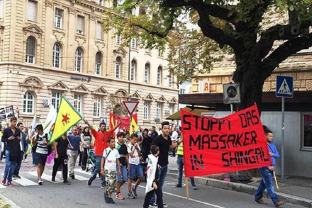 Demonstranten fordern Solidarität mit Kurden