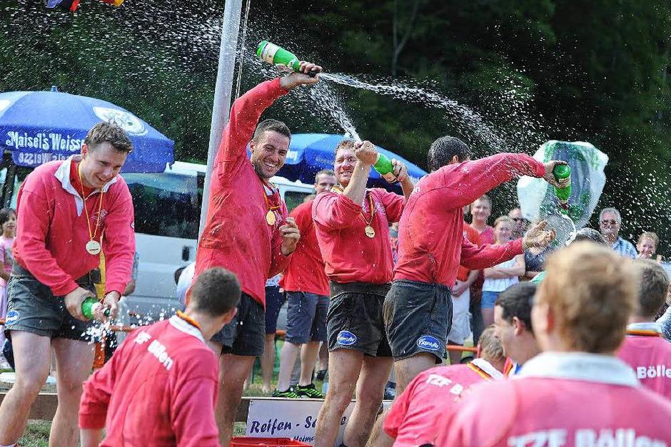 Eine deutsche Meisterschaft muss kräftig gefeiert werden. (Foto: Meinrad Schön)