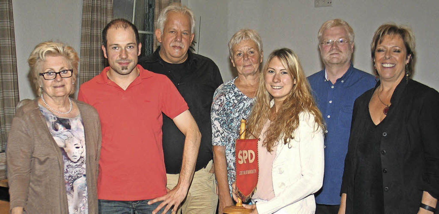Neuwahlen bei der SPD Riegel: Im Bild ... Team und MdL Sabine Wölfle (rechts).   | Foto: Helmut Hassler
