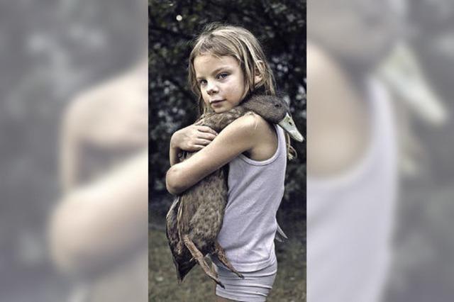 Das Mädchen mit Ente gibt es als Foto