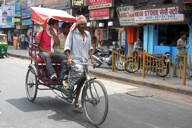 Von bunten Saris und ärmlichen Hütten