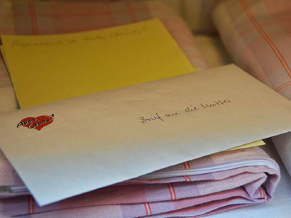 Auch ein Brief an die Mutter  liegt darin bereit.  | Foto: Sina Gesell