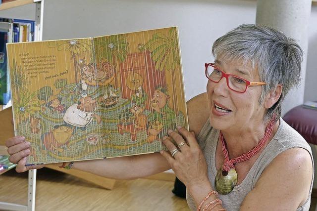 Martina Riedlberger, Lesepatin der Mediathek liest in Müllheim