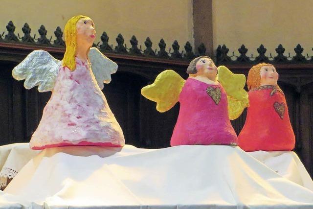 Kleine Engel aus Pappmaché