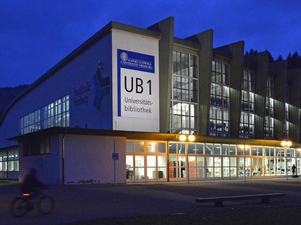 Auch in die ehemalige Stadthalle könnt... wird die UB komplett ausgezogen sein.  | Foto: Michael Bamberger