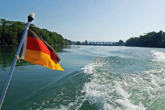 Passanten retten bewusstlosen Mann aus dem Rhein