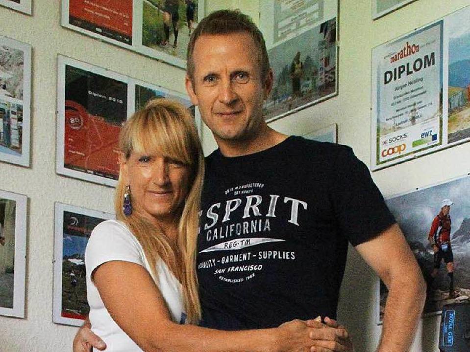 Ein extremes Pärchen: die Läufer Brigid Wefelnberg und Jürgen Nübling  | Foto: Anja Ihme