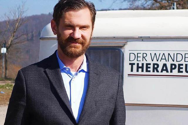 SWR-Doku: Psychologe behandelt Passanten in Freiburg