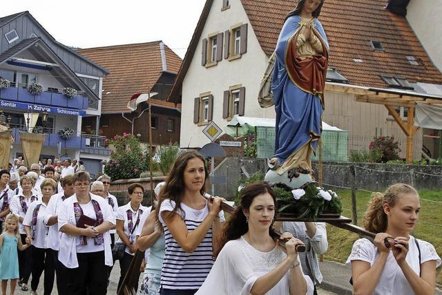 Zwei Gründe zum Feiern im Bergdorf