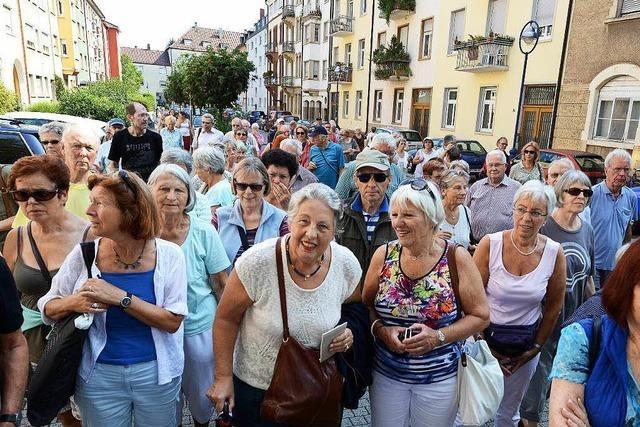 90 BZ-Leser erfuhren bei einer Führung mehr über das Quartier rund um die Lutherkirche