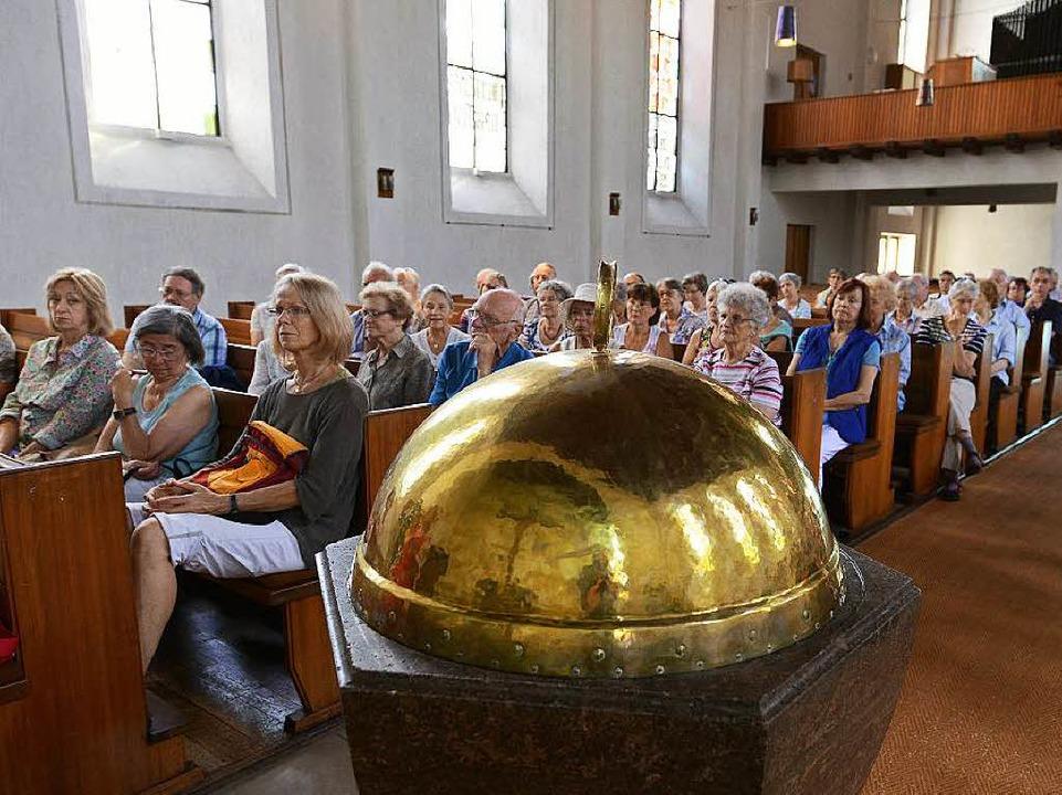 Groß war das Interesse an der Geschichte der Lutherkirche.  | Foto: Rita Eggstein