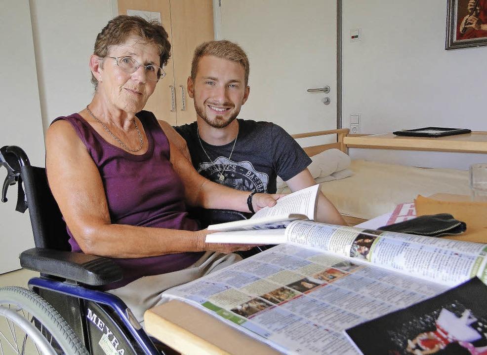 Die Seniorenheimbewohnerin Waltraud He...m keinen Mangel an Pflegekräften gibt.  | Foto: Elisabeth Saller