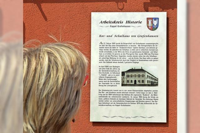 Infotafeln erzählen Ortsgeschichten