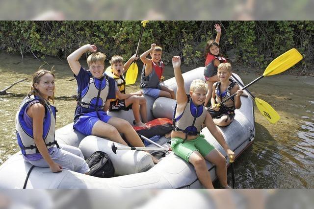 24 Kinder in vier Booten