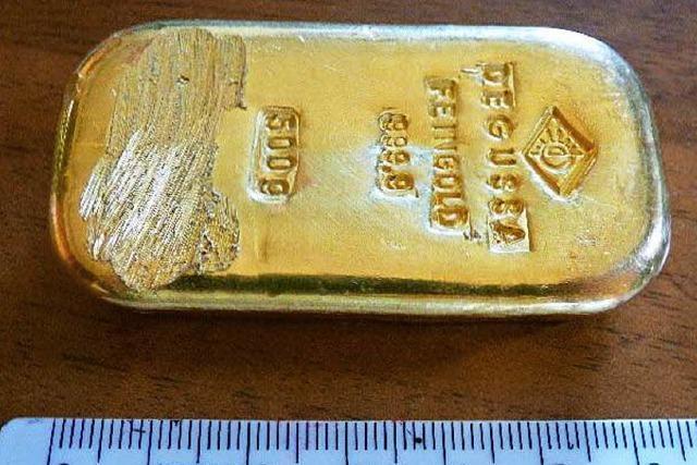 Teenager entdeckt Goldbarren beim Baden