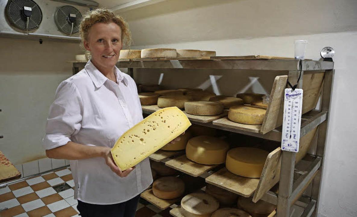 Die Fachfrau für die Käseherstellung: Bettina Boschert   | Foto: christoph breithaupt