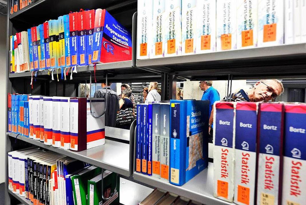 Die Bücher im Freihandbereich  sind je...it und können auch ausgeliehen werden.    Foto: Thomas Kunz