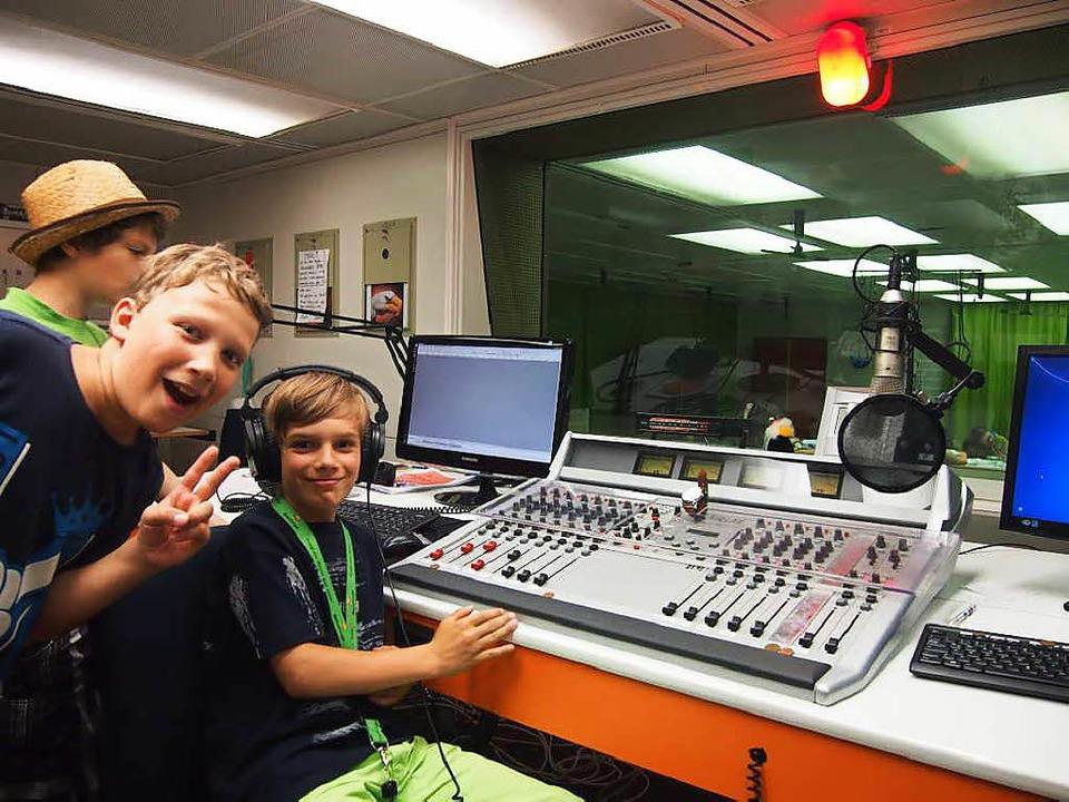 Die Jungs hatten sichtlich Spaß im Tonstudio.   | Foto: Vanessa Peschel