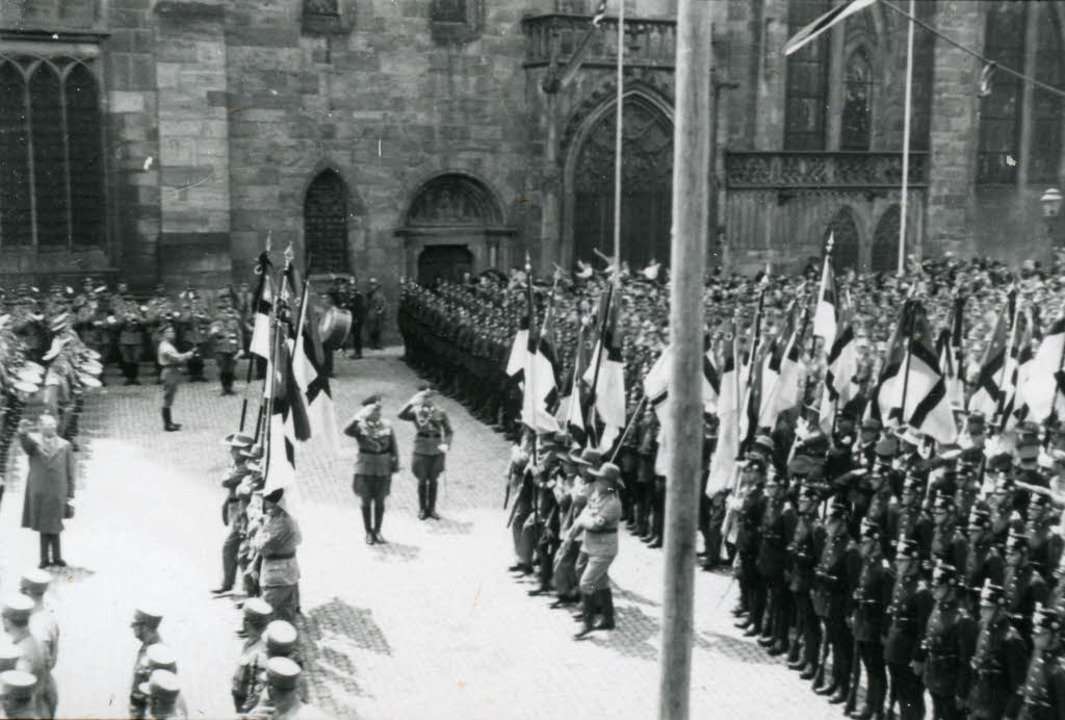 Die Kundgebung auf dem Münsterplatz  | Foto: Stadtarchiv Freiburg