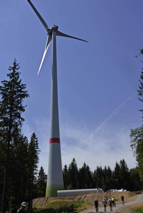 Eines von mehreren  Windrädern  des  W...it vom Landwassereck in Oberprechtal.   | Foto: Bernd Fackler