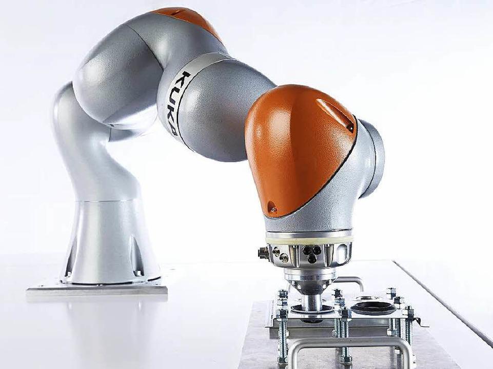 Weltweit einzigartig: Der Kuka- Roboterarm stammt aus der Raumfahrtforschung.   | Foto: Kuka/DLR/AFP
