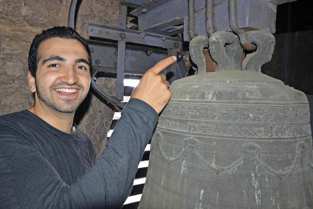 Im Turm der Christuskirche in Kirchen ...e Glocke vor kurzem näher angeschaut.   | Foto: Textdirekt