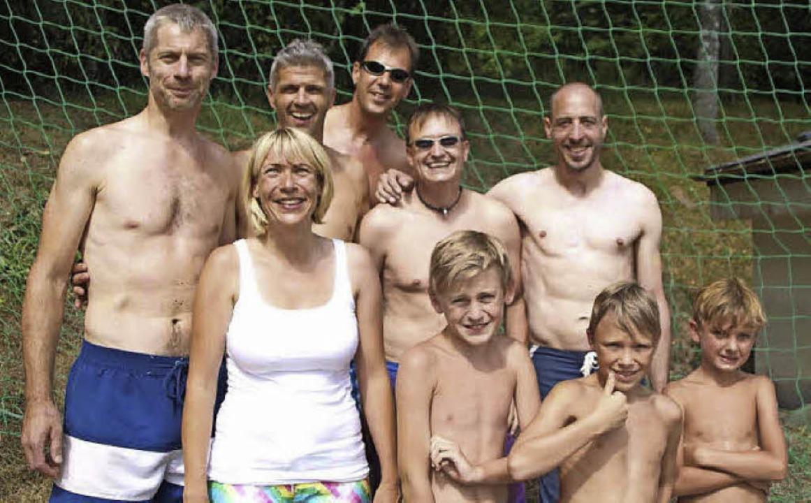 So sehen Sieger aus: Den Dreikampf gewann  Team Ü28.   | Foto: Sven Klatte