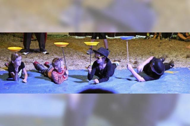 Kleine Künstler in der Zirkusmanege