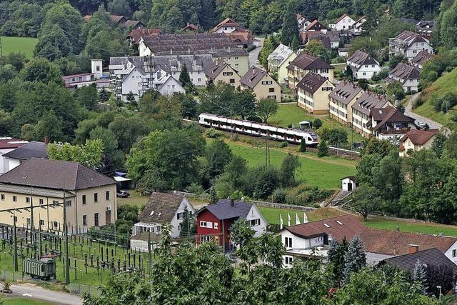 Basler Eisenbahnkenner legt Buch über die Wiesentalbahn vor