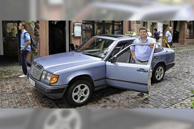 Freiburger Ein-Mann-Unternehmer nutzt 26 Jahre alten Mercedes als Taxi