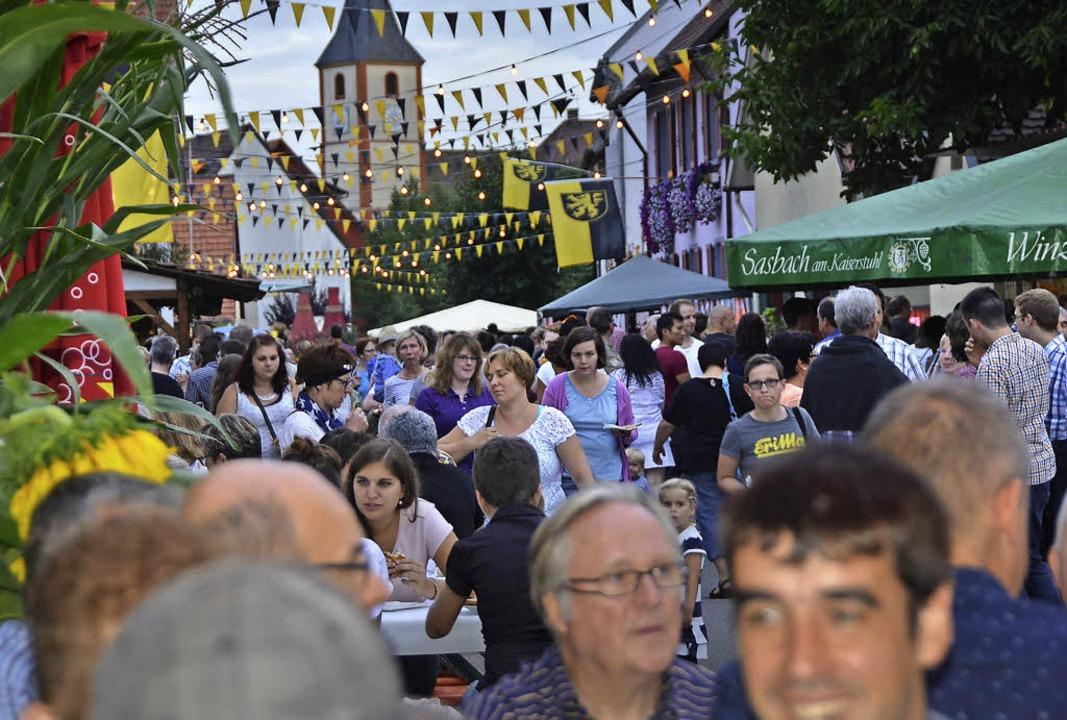 Sasbach. Nächtliches Flair auf dem Winzerfest.    Foto: Roland Vitt
