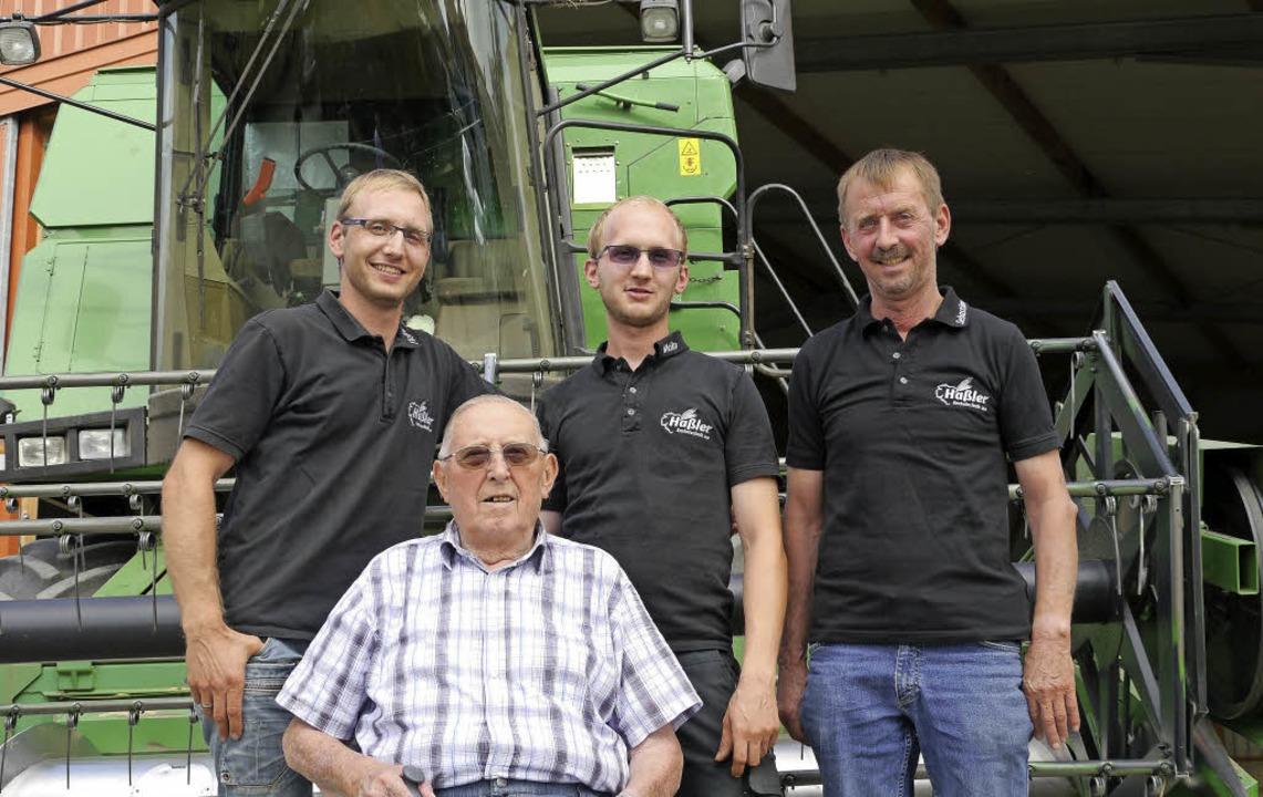 In der dritten Generation fahren die H...n, im Vordergrund Senior Heinz Haßler.  | Foto: Christel Hülter-Hassler
