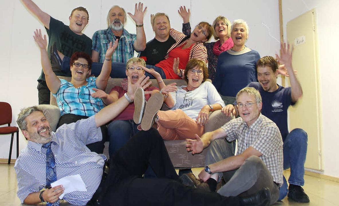 Die Gündelwanger Theatergruppe im Abne...laus-Martin Winter und Jan Hagemoser.   | Foto: Selz