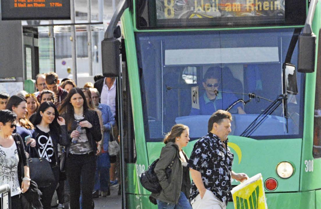 Der Ansturm auf die Tram nach Weil füh...Linie 8 ab Dezember noch öfter fährt.     Foto: Lauber