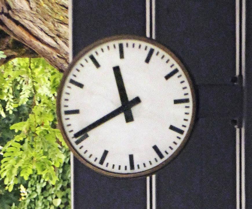 Steht und steht:  die Schweizer  Uhr am Zoll Otterbach   | Foto: Fillisch