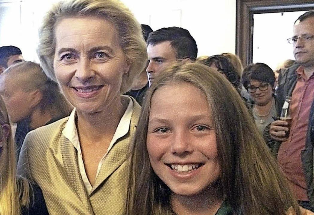 Bundesministerin Ursula von der Leyen ... Welmlinger Jungreiterin Anna Christ.   | Foto: privat
