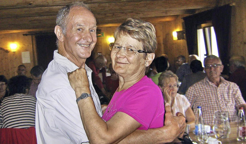 Der Leiter des Club Vosgien aus Cornim...seiner Frau beim Tanzen in einer Ferme  | Foto: ZVG