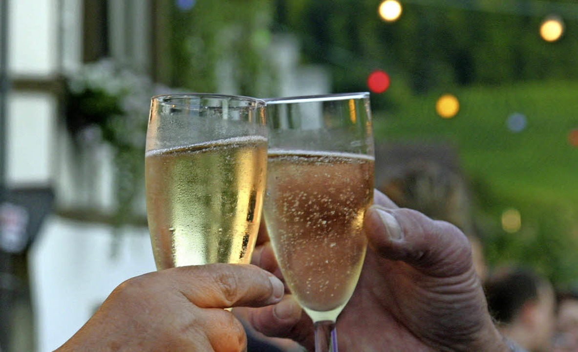 Ein Prosit auf  Ebringens Sekt und Wein bei der 41. Auflage des Weinfestes  | Foto: BZ-Archiv