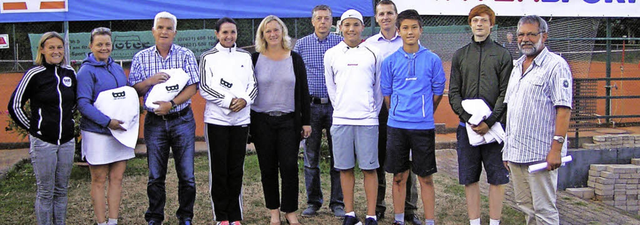 Vorsitzende Gabi Furtwängler (links) u...n die letzten Finalspiele ausgetragen.  | Foto: Felber