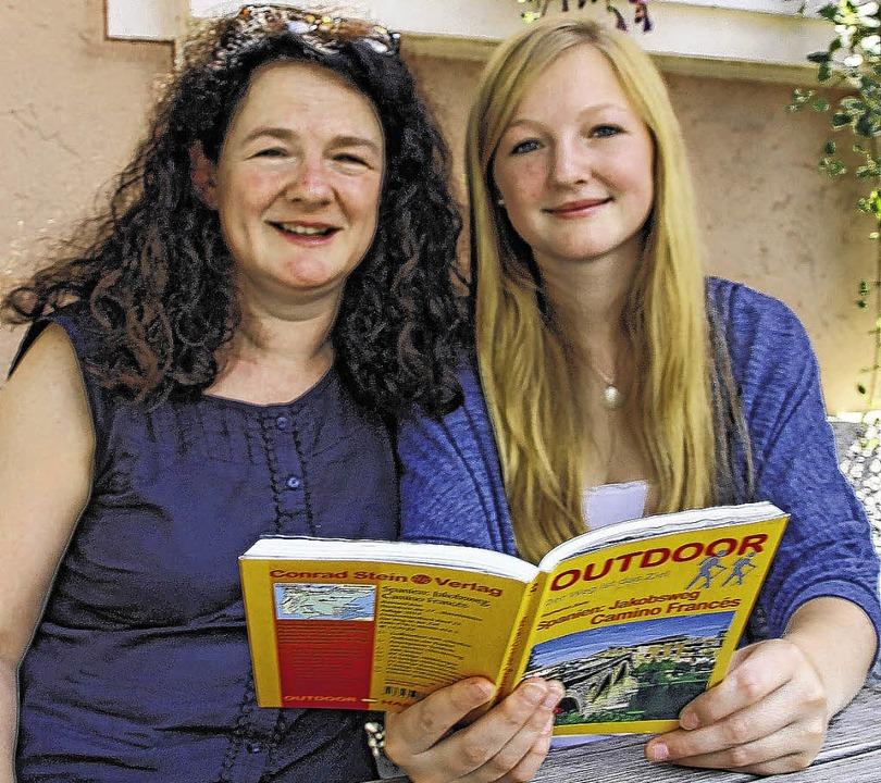 Susanne (links) und Sophie Rothweiler ...n Wochen gemeinsam auf den Jakobsweg.   | Foto: Jakober