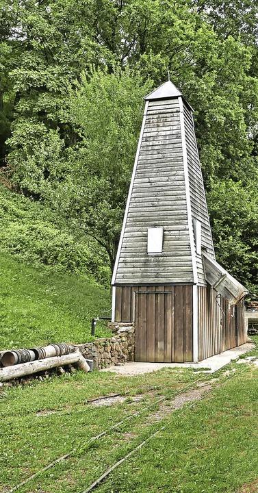 Der Förderturm des Bergwerks. Gleich g... Stolleneingang ist der Bürleadamshof.    Foto: Horst Dauenhauer