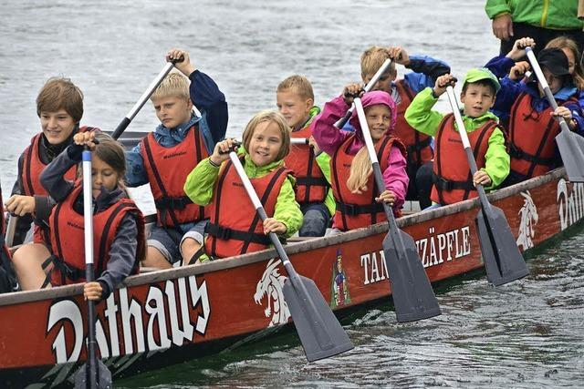 Sportliche Kids, zu Wasser und auf dem Land