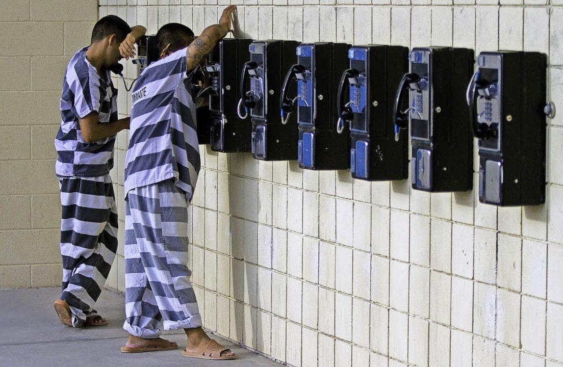 Während andere US-Amerikaner sich eine...en viele junge Schwarze im Gefängnis.   | Foto: dpa
