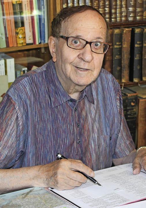 Klaus Mylius ist häufig am Schreibtisch anzutreffen.  | Foto: Schöneberg