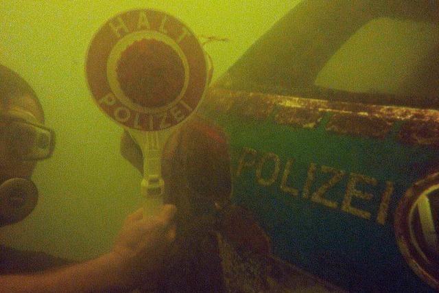 Live: Bergung des versunkenen Polizeiautos aus dem Rhein