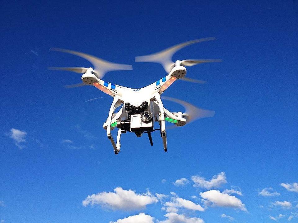 Eine Video-Drohne in der Luft.  | Foto: Media Markt Freiburg