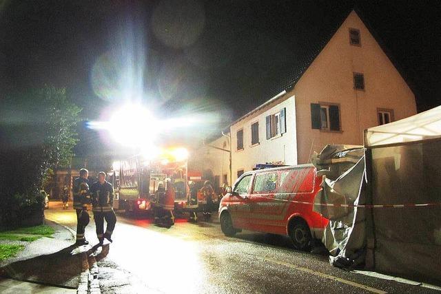 Edelgas entweicht aus einem Kesselwagen: Großeinsatz an der Rheintalbahn bei Rheinweiler
